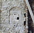 Interieur, detail muur aan de zijde van nummer 53 met dicht gezet venster - Maastricht - 20382974 - RCE.jpg