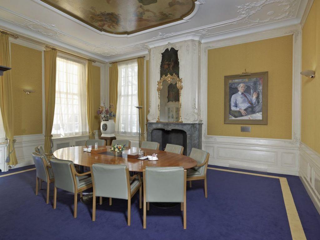 Bestand interieur overzicht van de wiersema kamer met aan de muur het portret van de - Muur kamer kind ...