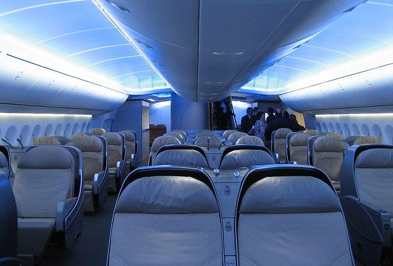 File interior boeing 747 8 intercontinental main for Interieur avion ryanair