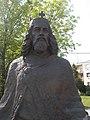 István király szobor, részlet, 2019 Heves.jpg