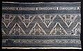 Italia, frammento di tovaglia in tela di lino lanciata, con lana e cotone, xv secolo.jpg