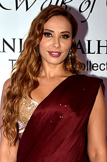 Iulia Vantur attends Manish Malhotra's show The Walk of Mijwan (05) (cropped).jpg