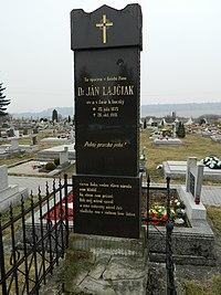 Ján Lajčiak, pomník.JPG