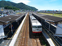 JR West Itozaki Station platforms.jpg
