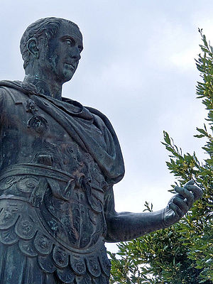 English: A bronze statue of Gaius Julius Caesa...