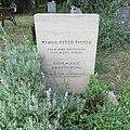 Klaus-Peter Thiele - Friedhof Stralau - Mutter Erde fec.JPG