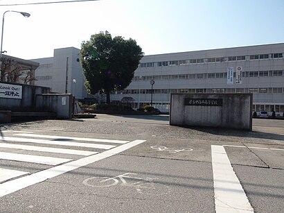 山梨県立 甲府西高校への交通機関を使った移動方法