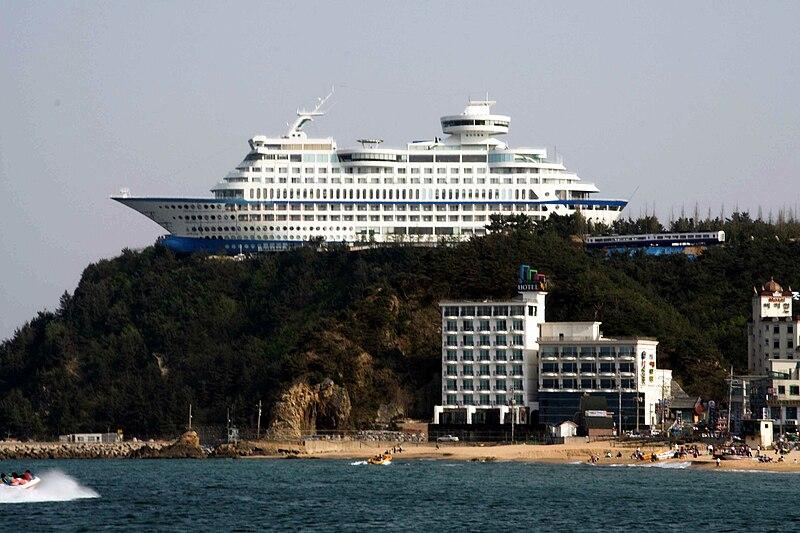 File:Korea-Gangneung-Jeongdongjin-Sun Cruise Hotel-01.jpg
