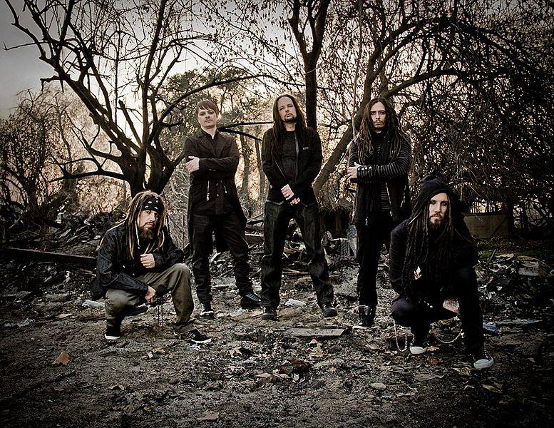 KoЯn, band heavy metal Amerika menyanyikan lagu Noah - Khayalan Tingkat Tinggi