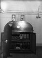 L'horloge parlante de l'Observatoire de Paris avec le directeur M. Ernest Esclanson.png