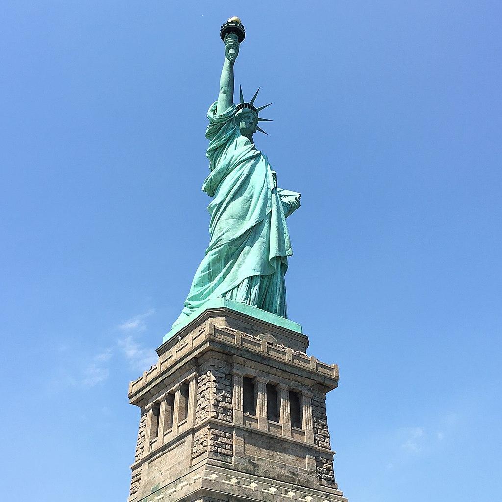 Patung Liberty sebagai bagian dalam biodata negara USA