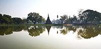 Lake in historical park of Sukhothai.jpg