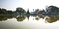 Lake in historical park of Sukhothai.jpg