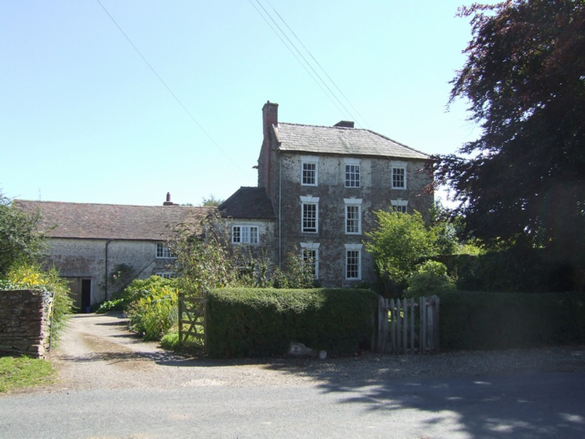 Large farmhouse in Middleton Priors - geograph.org.uk - 536331.jpg