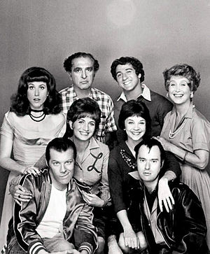Michael McKean - Cast photo of Laverne and Shirley (1976). Standing, L-R: Carole Ita White, Phil Foster, Eddie Mekka, Betty Garrett. Middle row, standing: Penny Marshall, Cindy Williams. Seated: Michael McKean, David Lander