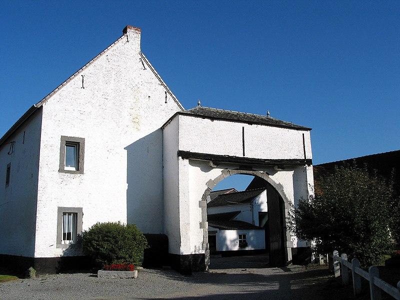 Lens-Saint-Remy   (Belgium), typical farm.