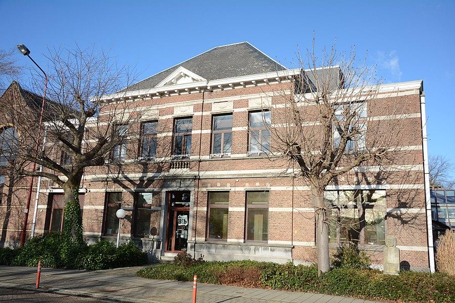 """Voormalige """"Brouwerij Vloeberghs-Van Hoof"""", thans Ontmoetingscentrum De Witte Merel, Liersesteenweg 27, Lint"""