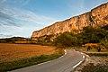 Lioux falaise vue de la route.jpg