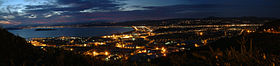 Panorama de Lower Hutt, le port de Wellington et Petone la nuit