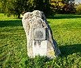 Ludwigshöhe- Rudelsheim- Gedenkstein an Rudelsheim mit Lageplan von Rudelsheim (um 1784) 15.10.2017.jpg