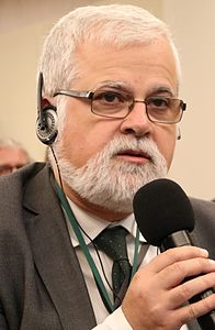 Luis Alberto Orellana - October 2016 (cropped).jpg