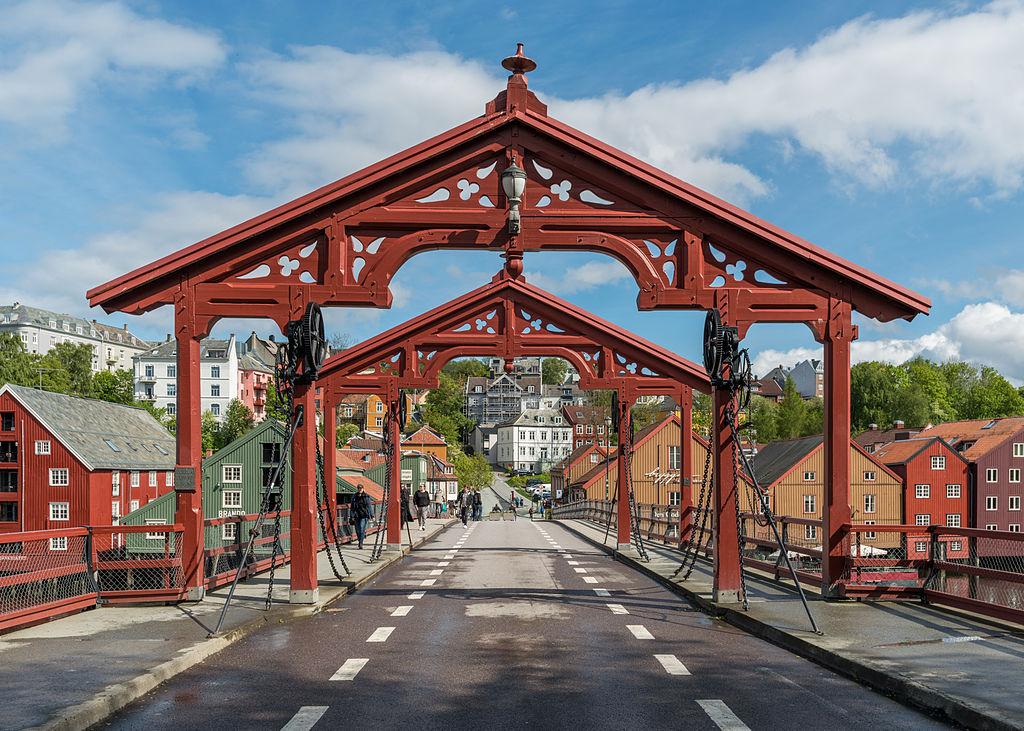 Lykkens Portal, Gamble Bybro, Trondheim, West view 20150605 1