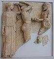 Mètopa del temple de Zeus d'Olímpia amb representació d'Hèracles i les pomes de les Hespèrides (Museu Arqueològic d'Olímpia).JPG