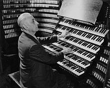 M.Dupré à l'orgue Wanamaker de Philadelphie