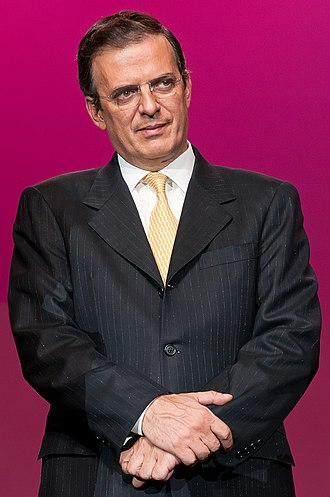 Secretary of Foreign Affairs (Mexico) - Image: Marcelo Ebrard at Quinceañeras celebrations