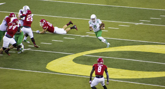 Marcus Mariota - Mariota scrambling against South Dakota in 2014
