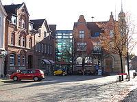 Marktplatz mit Rathaus.JPG