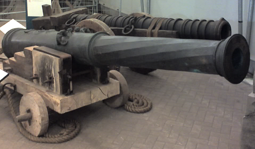 Mary Rose Guns ForeBronzeCulverin RearWroughtIronCannon