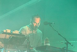 Nigel Godrich con gli Atoms for Peace nel 2013