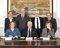 Members of the Commission of Fine Arts (U.S.) - February 2009.jpg