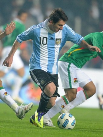 Messi in action during the opening match against Bolivia in the 2011 Copa America Messi Copa America 2011.jpg