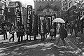 Milieuorganisaties w.o. Greenpeace demonstreren op het Binnenhof tegen zure rege, Bestanddeelnr 932-9673.jpg