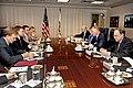 Ministru prezidents un ASV aizsardzības sekretāra vietnieks (4708780856).jpg