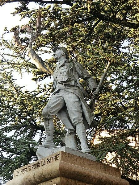 Monument au morts de Rignieux-le-Franc.
