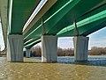 Most marii skłodowskiej wwa filary w wodzie.jpg