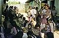 Mujeres Mayas en el Mercado Guatemala 1980-038 hg.jpg