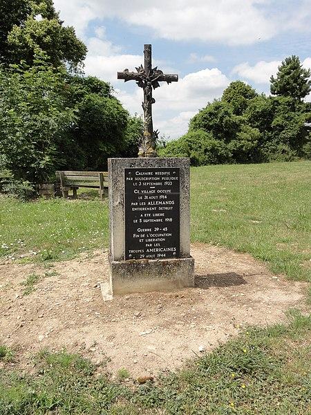Neuville-sur-Margival (Aisne) croix de chemin, mémorial de guerre