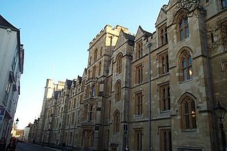 Holywell Street - Image: New College Oxford 20040124