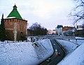 Nizhny Novgorod. Pedestrian bridge to Nikolskaya Tower.jpg