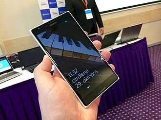 Form factor (mobile phones) - Image: Nokia Lumia 1520