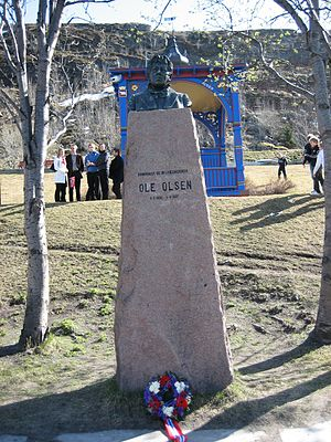 Ole Olsen (musician) - Ole Olsen's monument in Hammerfest on Constitution Day, 2007