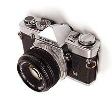 Papercraft tecnología de una cámara fotográfica Olympus OM-1. Manualidades a Raudales.