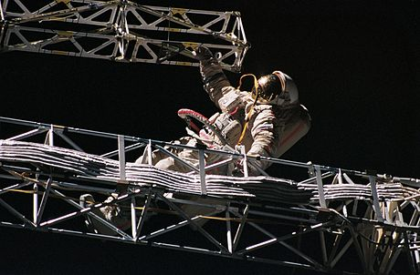 "Cosmonaut Alexander Serebrov sets up an integrated truss structure ""Rapana"" at Mir space station, September 16, 1993 Onufriyenko-Sofora-EVA.jpg"