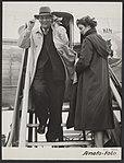 Op Schiphol arriveerde de gouverneur van Nieuw-Guinea, H.E. van Waardenburg. Een, Bestanddeelnr 093-0263.jpg