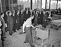 Opening nieuwe glas en machinefabriek van Philips te Eindhoven door Minister pro, Bestanddeelnr 909-4030.jpg