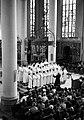 Optreden van een Parijs jongenskoor in de Kerk van O.L.V. ten Hemelopneming te Utrecht - HUA-127194.jpg